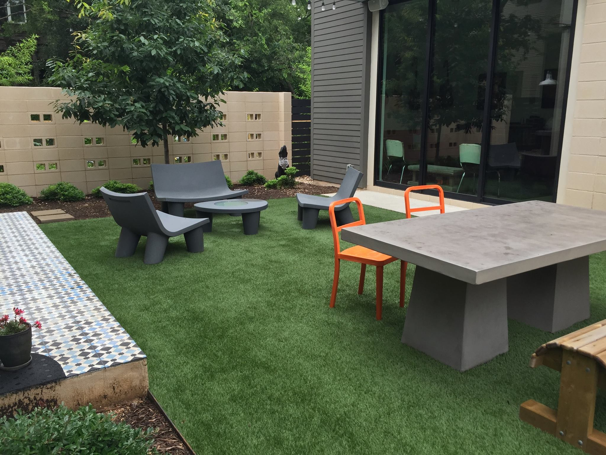 bee cave artificial grass courtyard lawnpop